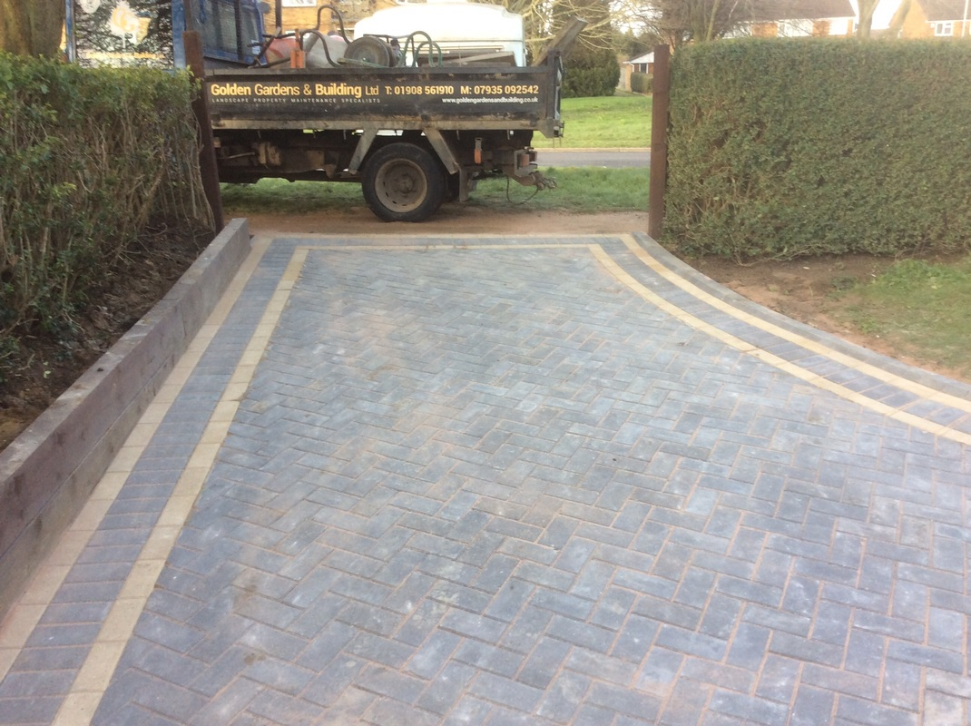Do It Yourself Home Design: Charcoal Herringbone Block Paving With Buff Border